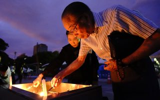 epa07758476 Residents offer prayers for victims of the 06 August 1945 atomic bombing at Hiroshima Peace Memorial Park in Hiroshima, western Japan, 06 August 2019. The citizens of Hiroshima marked the 74th anniversary of the atomic bombing.  EPA/JIJI PRESS JAPAN OUT EDITORIAL USE ONLY/  NO ARCHIVES