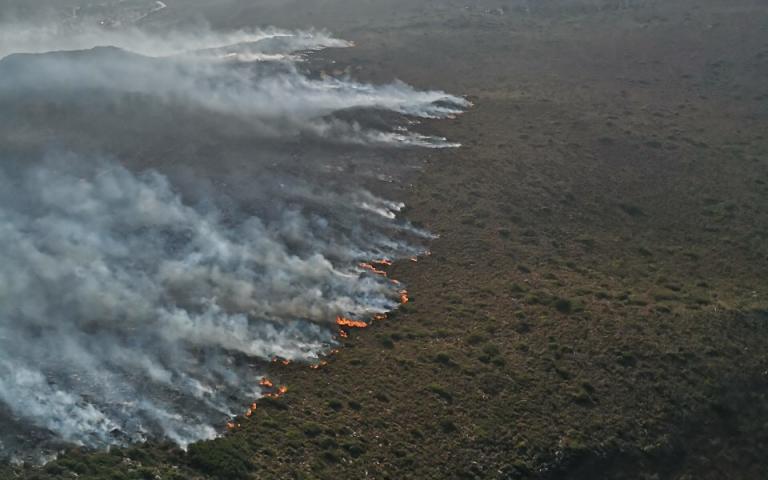 Συνδρομή του Στρατού Ξηράς στις πυρκαγιές σε Ελαφόνησο και Υμηττό (φωτογραφίες)