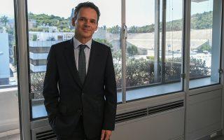 «Ευελπιστώ ότι ο νέος πρωθυπουργός θα προωθήσει ουσιαστικές μεταρρυθμίσεις στη δημόσια διοίκηση, στην Παιδεία και στην εφαρμογή του νόμου», λέει ο Κάσπαρ Βέλντκαμπ, πρέσβης της Ολλανδίας στην Ελλάδα. INTIME NEWS/ΜΙΧΑΛΗΣ ΒΑΡΑΚΛΑΣ