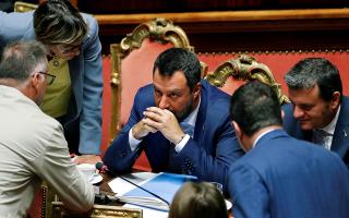 se-kyklo-politikis-avevaiotitas-i-italia-proores-ekloges-zita-o-mateo-salvini0