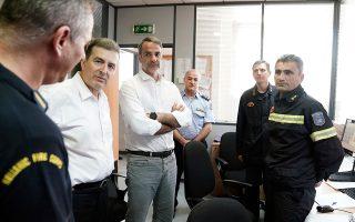 Πρωθυπουργός και υπουργός Προστασίας του Πολίτη επισκέφθηκαν το πρωί το Ενιαίο Συντονιστικό Κέντρο Επιχειρήσεων του Πυροσβεστικού Σώματος στην Αθήνα