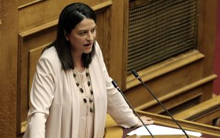 Η βουλευτής της ΝΔ Νίκη Κεραμέως μιλάει στη συζήτηση για την αναθεώρηση του Συντάγματος, στην αίθουσα της Ολομέλειας της Βουλής, Αθήνα, Τρίτη 12 Φεβρουαρίου 2019. ΑΠΕ-ΜΠΕ/ΑΠΕ-ΜΠΕ/ΣΥΜΕΛΑ ΠΑΝΤΖΑΡΤΖΗ