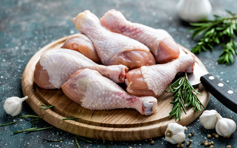 Κοτόπουλα ακατάλληλα για κατανάλωση κατασχέθηκαν σε επιχείρηση εστίασης του Πειραιά