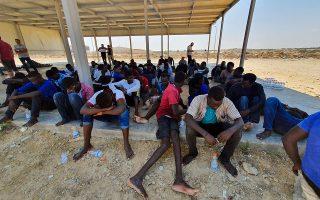 Πρόσφυγες στην πόλη Χομς της Λιβύης, 120 χλμ. ανατολικά της Τρίπολης. Oι οργανώσεις διάσωσης δεν θεωρούν τη Λιβύη ασφαλή προορισμό.