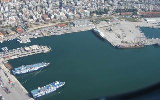 Το λιμάνι της Αλεξανδρούπολης προσφέρει δυνατότητα εξυπηρέτησης συνδυασμένων μεταφορών με τέσσερα μέσα: θαλάσσια, οδικά, σιδηροδρομικά και εναέρια.