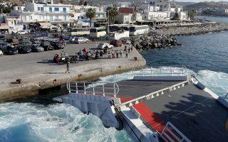 Η απαράδεκτη κατάσταση στη Σαμοθράκη έφερε στο φως, για άλλη μία φορά, τις σοβαρότατες ανεπάρκειες στα ελληνικά λιμάνια. Σημαντικά προβλήματα αντιμετωπίζουν 77 νησιά. Ευρωπαϊκά κονδύλια και εθνικοί πόροι ύψους περίπου 1 δισ. ευρώ για την αναβάθμιση των υποδομών λιμνάζουν, χωρίς να αξιοποιούνται.
