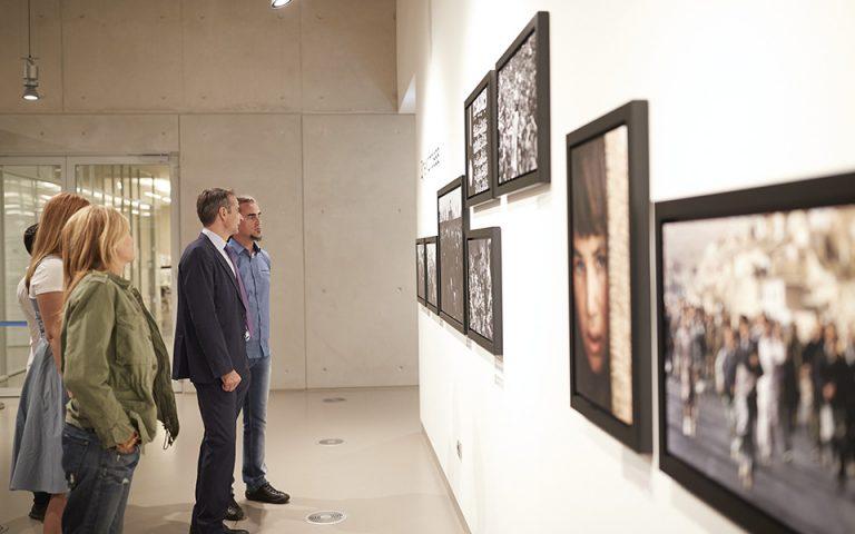 Την έκθεση του Γιάννη Μπεχράκη στο «ΚΠΙΣΝ» επισκέφθηκε ο Κυριάκος Μητσοτάκης