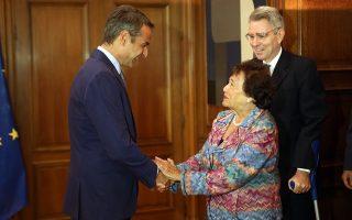Ο πρωθυπουργός Κυριάκος Μητσοτάκης (Κ) υποδέχεται την πρόεδρο της Επιτροπής Κατανομής Πόρων της Βουλής των Αντιπροσώπων των Ηνωμένων Πολιτειών Αμερικής Nita Lowey (Κ)  την οποία συνοδεύει ο πρέσβης των ΗΠΑ στην Αθήνα Τζέφρυ Πάιατ (Δ) στη σημερινή συνάντηση, στο Μέγαρο Μαξίμου, Τετάρτη 21 Αυγούστου 2019. ΑΠΕ-ΜΠΕ/ΑΠΕ-ΜΠΕ/Αλέξανδρος Μπελτές