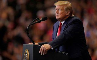 Οι Δημοκρατικοί κατηγόρησαν τον Ντόναλντ Τραμπ ότι δημιουργεί ευνοϊκό περιβάλλον για τους ακροδεξιούς εξτρεμιστές με τα κηρύγματα μίσους και τις ρατσιστικές τοποθετήσεις.