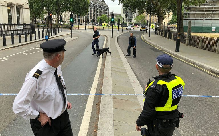 Για ανθρωποκτονία διώκεται έφηβος που έσπρωξε 6χρονο από το 10ο όροφο της Tate Modern
