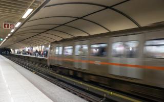 Η παρουσία της ΕΛ.ΑΣ. είναι συνεχής από την έναρξη λειτουργίας του μετρό μέχρι τη λήξη της βάρδιας, τα μεσάνυχτα, ενώ στους μεγάλους σταθμούς, όπως της Ομόνοιας, διατίθενται περισσότεροι από ένας αστυνομικοί.