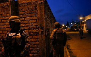 Ειδικοί επισημαίνουν ότι η εμπλοκή του μεξικανικού στρατού συνέβαλε στον κατακερματισμό των καρτέλ σε μικρότερες, πιο αιμοδιψείς συμμορίες