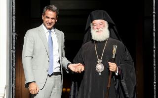 synantisi-kyr-mitsotaki-me-ton-patriarchi-alexandreias-kai-pasis-afrikis-theodoro-v-amp-82170