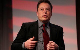 Η Tesla του Ελον Μασκ, που είναι κυρίως γνωστή για τα ηλεκτροκίνητα αυτοκίνητα, πριν από τρία χρόνια εξαγόρασε έναντι 2,6 δισ. δολαρίων τη SolarCity, που τότε αντιμετώπιζε προβλήματα βιωσιμότητας.