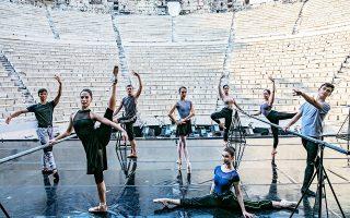 Οι οκτώ νέοι χορευτές που μπήκαν στην ομάδα του μπαλέτου της ΕΛΣ, περνώντας από ακρόαση και πλέον αποτελούν τα νεότερα μέλη του. Η αναβάθμιση του μπαλέτου αποτελεί απαραίτητη προϋπόθεση για να πετύχει το νέο πρόγραμμα.