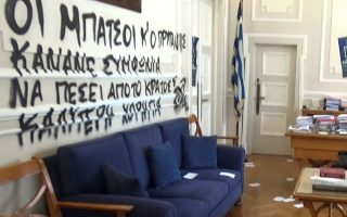 Το γραφείο του πρύτανη στο Οικονομικό Πανεπιστήμιο Αθηνών έπειτα από εισβολή τον περασμένο Μάιο. INTIME NEWS