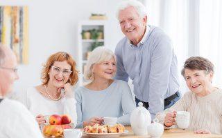 Στην Ευρώπη, όπου το φαινόμενο της δημογραφικής γήρανσης είναι εντονότερο, ο μισός πληθυσμός είναι ήδη άνω των 42 ετών, ενώ σχεδόν ένας στους πέντε Ευρωπαίους είναι άνω των 65 και ένας στους είκοσι άνω των 80 ετών.