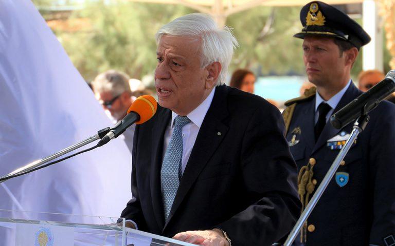 Ο Πρ. Παυλόπουλος στα αποκαλυπτήρια του «Μνημείου του Σμυριδεργάτη» στη Νάξο