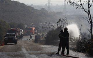 Άνδρες της πυροσβεστικής επιχειρούν για την κατάσβεση της πυρκαγιάς που ξέσπασε, στη συμβολή της Δουκίσσης Πλακεντίας με την Κλεισθένους, στην Πεντέλη, και σύμφωνα με την ενημέρωση της Πυροσβεστικής, εκδηλώθηκε σε απορρίμματα και ξερά χόρτα, Παρασκευή 30 Αυγούστου 2019. Για την κατάσβεση επιχειρούν 33 πυροσβέστες, 13 οχήματα, μια ομάδα πεζοπόρο τμήμα, δύο αεροσκάφη και ένα ελικόπτερο. ΑΠΕ ΜΠΕ/ΑΠΕ ΜΠΕ/ΑΛΕΞΑΝΔΡΟΣ ΒΛΑΧΟΣ