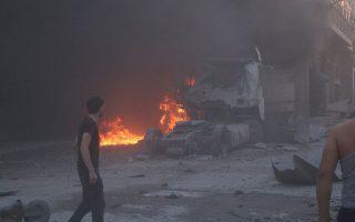 Φωτιές και χαλάσματα άφησε πίσω του ο βομβαρδισμός στόχων στο Μααράτ αλ Νουμάν, της επαρχίας Ιντλίμπ, από τη συριακή αεροπορία. Hδη χιλιάδες κάτοικοι άρχισαν να κινούνται προς τα σύνορα με την Τουρκία.