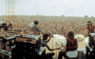 Το Γούντστοκ σχεδιάστηκε ως μια συνηθισμένη συναυλία ροκ για πενήντα χιλιάδες άτομα και κατέληξε όχι μόνο στο μεγαλύτερο φεστιβάλ μουσικής αλλά, κυρίως, να συμβολίσει εμβληματικά την αναδυόμενη «αντικουλτούρα» της δεκαετίας του 1960. ASSOCIATED PRESS