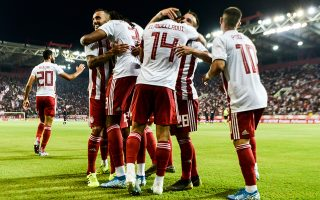 Οι παίκτες του Ολυμπιακού πανηγυρίζουν το γκολ κατά την διάρκεια του αγώνα Ολυμπιακός-Μπασακσεχίρ για την 2η αγωνιστική του 3ου προκριματικού γύρου του τσάμπιονς λιγκ , στο γήπεδο Γ. Καραϊσκάκης, Τρίτη 13 Αυγούστου 2019.  ΑΠΕ-ΜΠΕ /ΑΠΕ-ΜΠΕ/ ΓΕΩΡΓΙΑ ΠΑΝΑΓΟΠΟΥΛΟΥ