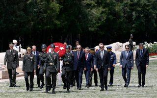 Πριν από τη συνεδρίαση του συμβουλίου, ο Ερντογάν και τα άλλα μέλη του σώματος επισκέφθηκαν το μαυσωλείο του Κεμάλ, στην Αγκυρα.