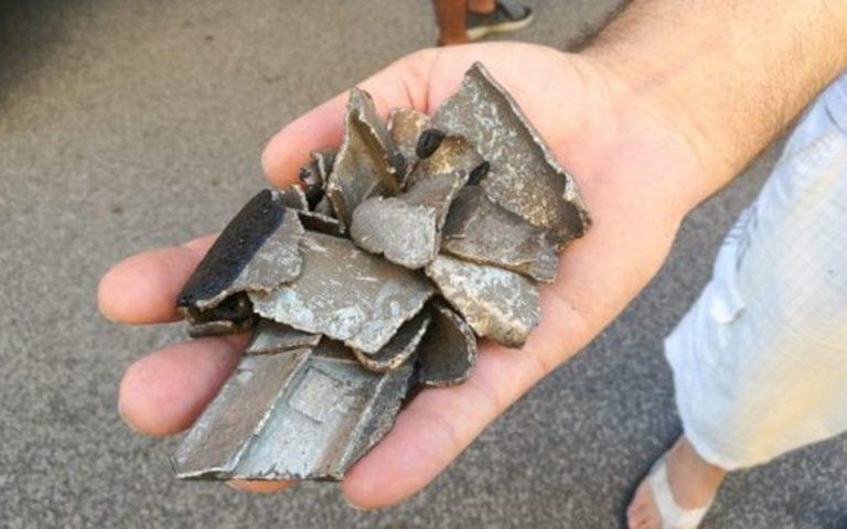 Κομμάτια αεροπλάνου έπεσαν σαν χαλάζι σε συνοικία της Ρώμης (φωτογραφίες)