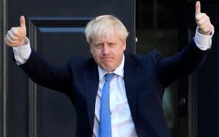 o-mporis-tzonson-kleinei-ti-voyli-prin-to-brexit-amp-8211-sfodres-antidraseis-apo-tin-antipoliteysi0