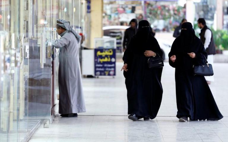 Χωρίς την άδεια του άνδρα τους μπορούν να ταξιδεύουν πλέον στο εξωτερικό οι γυναίκες στη Σαουδική Αραβία