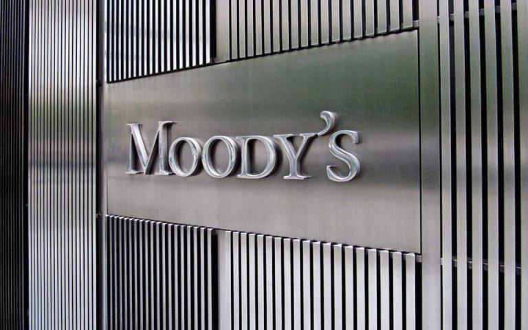 Moody's: Θετική για το αξιόχρεο των τραπεζών η άρση των capital controls
