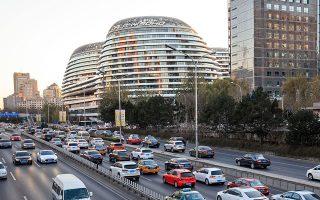 Πέρυσι οι πωλήσεις οχημάτων στην Κίνα μειώθηκαν στα 28,1 εκατ., πρώτη φορά από τη δεκαετία του 1990.