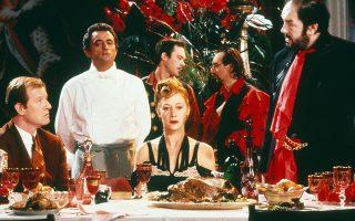 Κυρίαρχο μοτίβο σε ορισμένα βιβλία από τη Γαλλία, όπως η «Σεροτονίνη» του Ουελμπέκ, η αργή και συγχρόνως απόλυτη και αναπόφευκτη αποσύνθεση της Δύσης. Στη φωτογραφία, σκηνή από την ταινία «Ο μάγειρας, ο κλέφτης, η γυναίκα του και ο εραστής της» του Πίτερ Γκρίναγουεϊ.