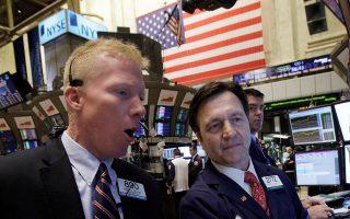 Πιέσεις εκδηλώθηκαν στη Wall Street μετά τις δηλώσεις Τραμπ για νέους δασμούς στην Κίνα.