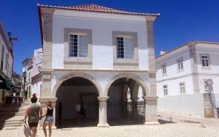 Το κτίριο του δουλοπάζαρου στο Λάγος της Πορτογαλίας, όπου πωλήθηκαν οι πρώτοι Αφρικανοί σκλάβοι στην Ευρώπη.