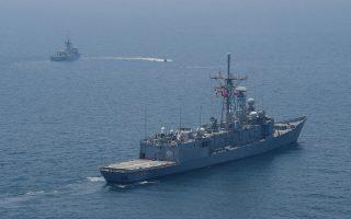 Με ισχυρή στρατιωτική συνοδεία συνεχίζονται οι τουρκικές γεωτρήσεις και έρευνες γύρω από την Κύπρο.