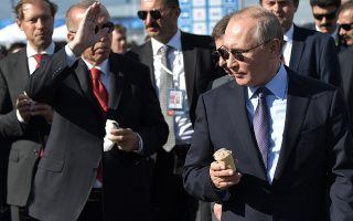 epa07797348 Russian President Vladimir Putin (front R) and Turkish President Recep Tayyip Erdogan (front L) eat ice cream during the MAKS-2019 International Aviation and Space Salon in Zhukovsky outside Moscow, Russia, 27 August 2019. The Turkish President is on a short working visit in Russia.  EPA/ALEXEY NIKOLSKY / SPUTNIK / KREMLIN / POOL MANDATORY CREDIT