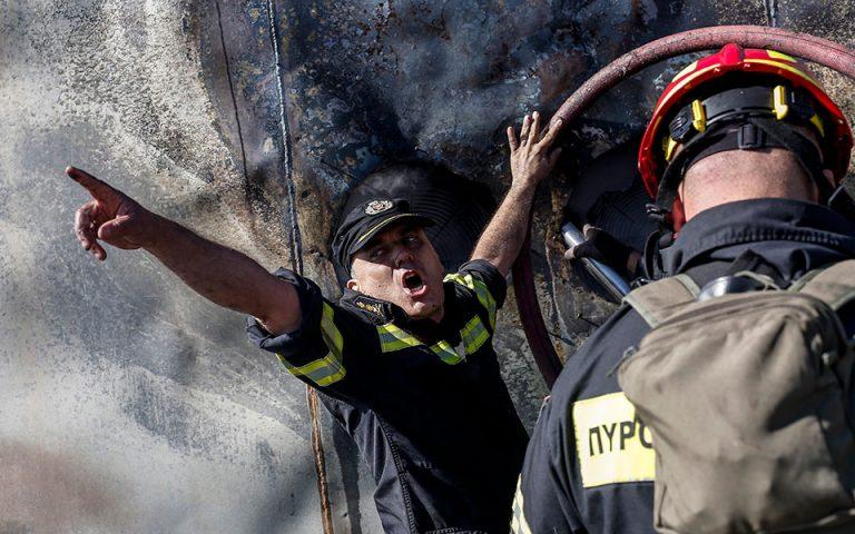 Πλήγωσε τον Υμηττό η πυρκαγιά – Η μάχη των πυροσβεστών (φωτογραφίες)