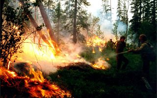 epa07751388 A handout picture made available by the press service of the Federation Service Aviation Forest Protection shows servicemen fighting wildfires in the taiga, or boreal forest, Krasnoyarsk region, Russia, 01 August 2019. According to the Aerial Forest Protection Service, as of 31 July, wildfires are blazing across nearly 2.8 million hectares (28,000 square kilometers). Russian president Vladimir Putin has reportedly ordered the military to join efforts to put out the various fires.  EPA/RUSSIAN FEDERATION SERVICE AVIATION FOREST PROTECTION / HANDOUT MANDATORY CREDIT BEST QUALITY AVAILABLE HANDOUT EDITORIAL USE ONLY/NO SALES