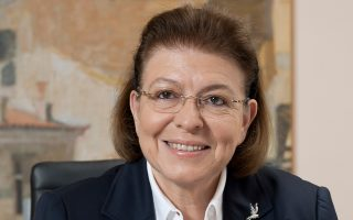 «Η πρώτη κίνηση που δείχνει πόσο ενδιαφέρεται ο Κυριάκος Μητσοτάκης για τον πολιτισμό είναι ότι συμπεριέλαβε το ΥΠΠΟΑ στα παραγωγικά υπουργεία», λέει η κ. Λίνα Μενδώνη.