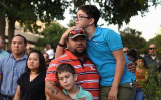 Εκδήλωση μνήμης στην κωμόπολη Οντέσα για τα θύματα της επίθεσης του Σαββάτου, τη δεύτερη ομαδική δολοφονία στο Τέξας τον τελευταίο μήνα.