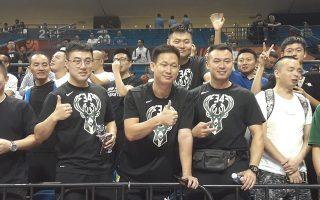 «Αντετοκουνμπομάνια» έχει κυριεύσει τους Κινέζους φίλους του μπάσκετ στη Νανζίνγκ.