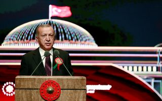 Ο Ταγίπ Ερντογάν εκφωνεί ομιλία σε τελετή που έλαβε χώρα στην Αγκυρα, με αφορμή την έναρξη της καινούργιας χρονιάς στο τουρκικό δικαστικό σύστημα.