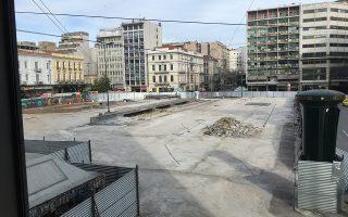 Κατά τη διάρκεια του καλοκαιριού, η πλατεία έμεινε περιφραγμένη για την εκτέλεση των έργων.