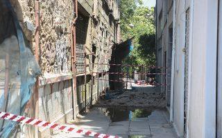 Η πρόταση του ΤΕΕ για τα παλαιά και διατηρητέα κτίρια είναι να κατεδαφιστούν και να ανακατασκευαστούν περίπου όπως ήταν αρχικά.