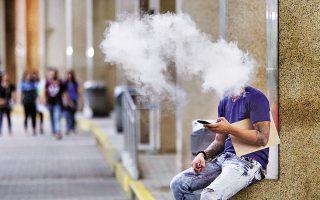 Ακόμη ένας θάνατος εξαιτίας του ατμίσματος, ο δεύτερος σε διάστημα λίγων ημερών, καταγράφηκε στις Ηνωμένες Πολιτείες. Παράλληλα, αυξάνονται δραματικά τα κρούσματα σοβαρής πνευμονοπάθειας που προκαλούν τα ηλεκτρονικά τσιγάρα.