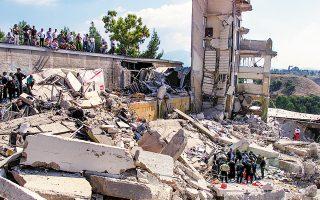 Είκοσι χρόνια συμπληρώνονται σήμερα από τον καταστροφικό σεισμό του 1999 στην Αθήνα, τον φονικότερο των τελευταίων 50 ετών, με 145 θύματα και περίπου 2.000 τραυματίες. Από την κατάρρευση του εργοστασίου της Ρικομέξ (φωτογραφία) έχασαν τη ζωή τους 39 εργαζόμενοι.