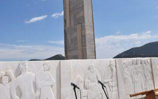 Το μνημείο που έχει εγερθεί στο Δίστομο, για να θυμίζει σε κατοίκους και επισκέπτες τη ναζιστική θηριωδία της 3ης Σεπτεμβρίου 1944.
