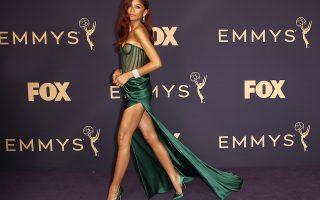 Με βήμα ταχύ. Η ηθοποιός, μοντέλο και τραγουδίστρια Zendaya καταφτάνει για την 71η απονομή των βραβείων Emmy, στο Microsoft Theater του Λος Αντζελες, την μεγάλη διοργάνωση για τους ανθρώπους που κοπιάζουν και δημιουργούν στην τηλεόραση. EPA/NINA PROMMER