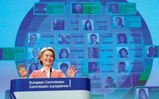 Εντονο θηλυκό άρωμα έχει η νέα σύνθεση της Ευρωπαϊκής Επιτροπής, που παρουσίασε χθες στις Βρυξέλλες η πρώτη γυναίκα πρόεδρός της Ούρσουλα φον ντερ Λάιεν. Τα 13 από τα 27 μέλη της είναι γυναίκες, με τη 40χρονη Βουλγάρα Μαρίγια Γκάμπριελ να είναι το νεότερο.
